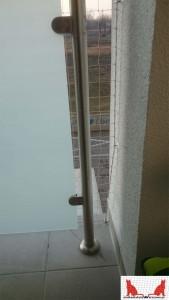montaż siatki pod panelem na tarasie